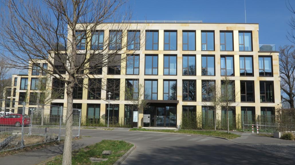 Planungskonzept der Bürogebäude mit Tiefgarageneinfahrt, Visualisierung KSV GmbH
