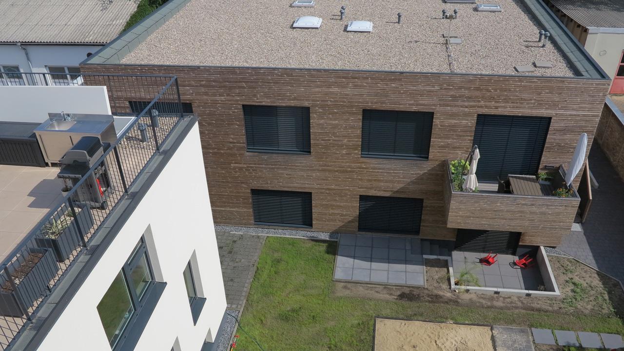 Umbau einer Metallbauwerkstatt zum Mehrfamilienhaus und Umbau einer Remise zum Büro